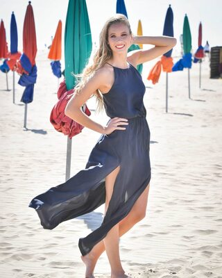 Bild markiert mit: Amandine Petit, Blonde, Beach, Celebrity - Star, Miss France 2021, Safe for work, Smiling