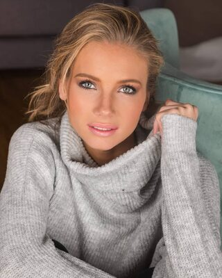 Bild markiert mit: Amandine Petit, Blonde, Celebrity - Star, Cute, Eyes, Face, Miss France 2021, Safe for work, Smiling