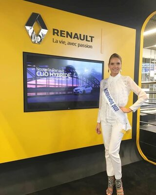 Bild markiert mit: Amandine Petit, Blonde, Celebrity - Star, Miss France 2021, Safe for work, Smiling