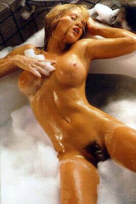 Bild markiert mit: Blonde, Jenny McCarthy, Bath, Boobs, Celebrity - Star, Hairy, Tummy