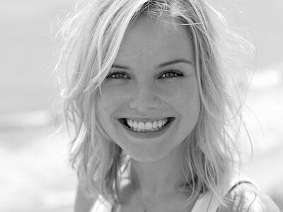 Bild markiert mit: Black and White, Blonde, Face, Safe for work, Smiling