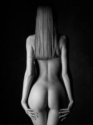 Bild markiert mit: Black and White, Brunette, Ass - Butt
