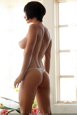 Bild markiert mit: Brunette, Ass - Butt, Boobs, Digital Desire