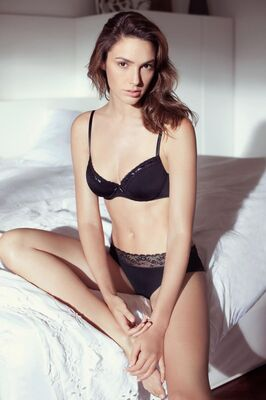 Bild markiert mit: Brunette, Celebrity - Star, Gal Gadot, Lingerie, Safe for work
