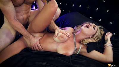 Bild markiert mit: Busty, Blonde, Boobs, Fucking, Gabbie Carter, Tattoo
