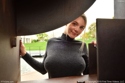 Bild markiert mit: FTV Girls, Busty, Blonde, Boobs, Gabbie Carter, Safe for work, Smiling