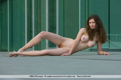 Bild markiert mit: Busty, Closer Than You Think, Femjoy, Susann