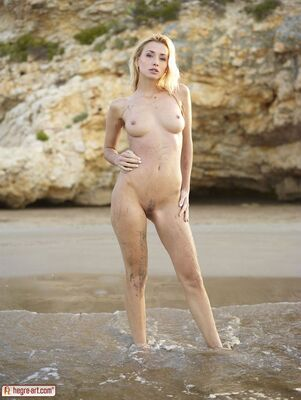 Bild markiert mit: Hegre Art, Blonde, Beach, Boobs, Nature