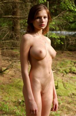 Bild markiert mit: Hegre Art, Brunette, Boobs, Luba Shumeyko, Nature, Tummy
