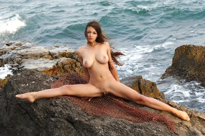 Bild markiert mit: Brunette, Busty, Capture Me, MET Art, Sofi A, Boobs, Nature, Pussy, Tummy
