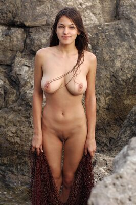 Bild markiert mit: Brunette, Busty, Capture Me, MET Art, Sofi A, Boobs, Nature
