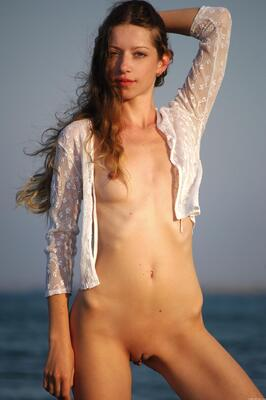 Bild markiert mit: Skinny, Destination, MET Art, Mika A, Beach, Flat chested, Small Tits, Tummy