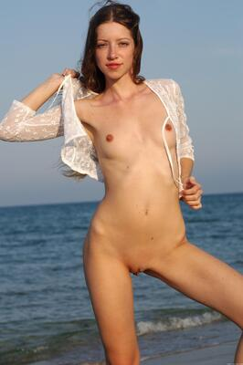 Bild markiert mit: Skinny, Destination, MET Art, Mika A, Beach, Flat chested, Small Tits