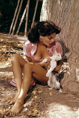 Bild markiert mit: Brunette, Marilyn Hanold, Playboy, Cat, Celebrity - Star, Nature, Vintage