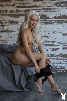 Bild markiert mit: Skinny, Blonde, Elsa Jean, Playboy, Flat Chested, Small Tits, Tattoo
