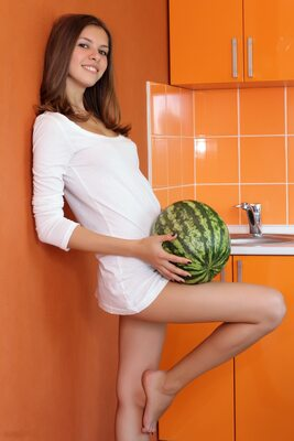 Bild markiert mit: Skinny, Amour Angels, Brunette, Ksenia, Watermelon Joy, Cute, Safe for work, Smiling