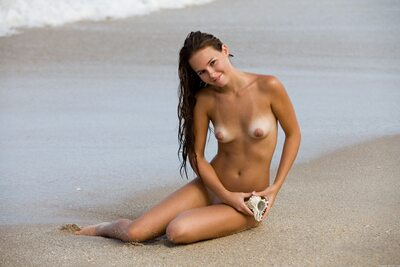 Bild markiert mit: Skinny, Aria A, Brunette, MET Art, Vita, Beach, Cute, Sexy Wallpaper, Small Tits, Smiling