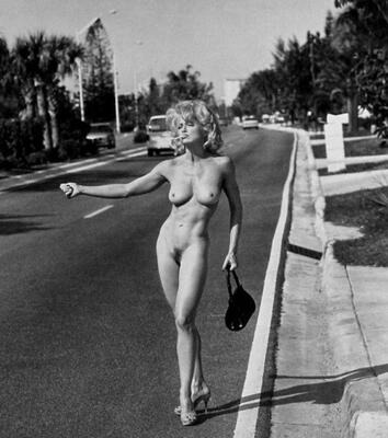 Bild markiert mit: Skinny, Black and White, Blonde, Boobs, Vintage