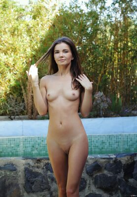 Bild markiert mit: Skinny, Brit, Brunette, Ceremonial Bath, MET Art, Cute, Flat chested, Small Tits, Tummy