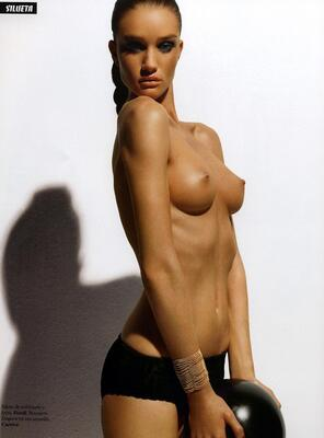Bild markiert mit: Skinny, Brunette, Boobs, Celebrity - Star, Rosie Huntington-Whiteley