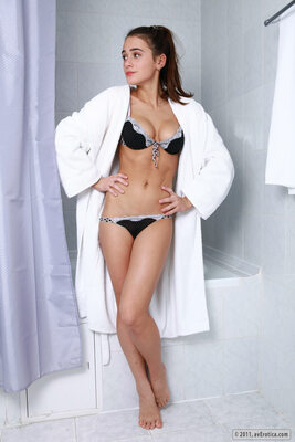 Bild markiert mit: Skinny, Brunette, Lilly, White Gown, avErotica.com, Cute, Lingerie, Small Tits