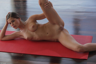 Bild markiert mit: Skinny, Brunette, Little Caprice, Sexy Yoga Cutie, X-Art, Cute, Flexible, Pussy, Small Tits, Tummy