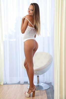 Bild markiert mit: Blonde, Katya Clover - Mango A, Watch4Beauty, White Chair