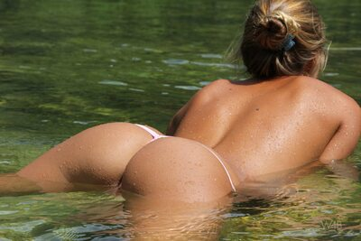 Bild markiert mit: Watch4Beauty, Skinny, Blonde, By the Water, Katya Clover - Mango A